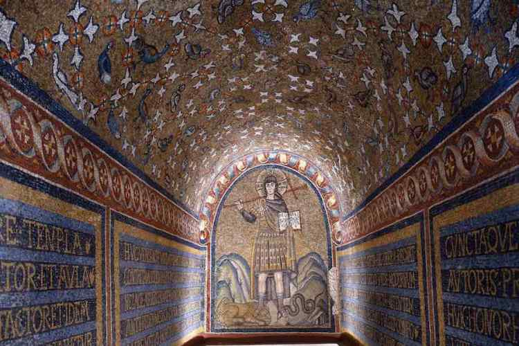 la cappella arcivescovile custodisce i migliori mosaici di ravenna