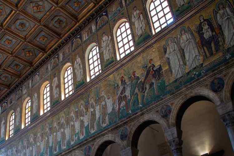 dettaglio dei mosaici di ravenna nella basilica di sant'apollinare nuovo