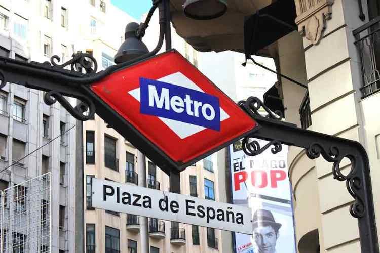 la stazione di metro madrid in Plaza de España