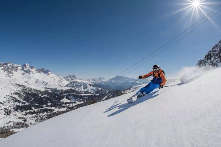 pista nel comprensorio sciistico dell'alpe lusia-san pellegrino