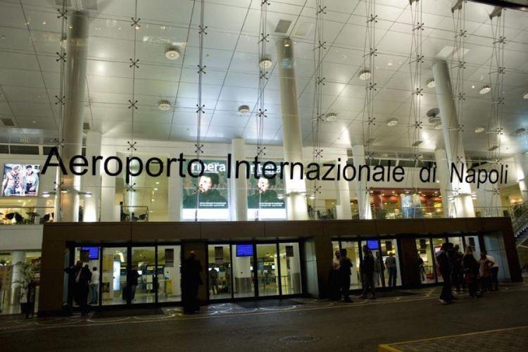 l'entrata dell'aeroporto napoli capodichino