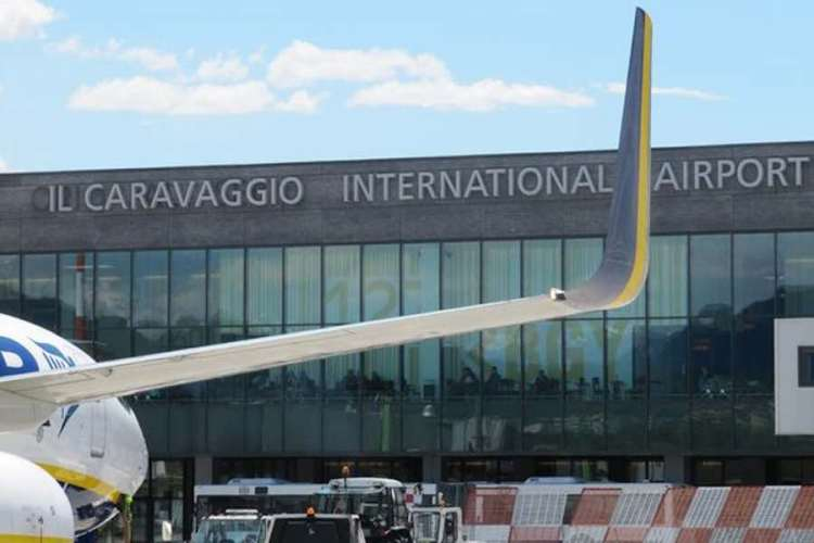 la facciata dell'aeroporto orio al serio