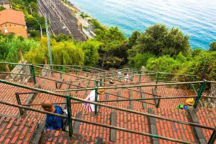 la scalinata di corniglia lardarina