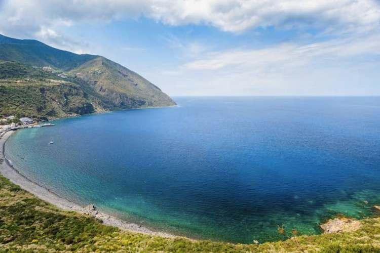 la bellissima vista di filicudi una delle isole eolie