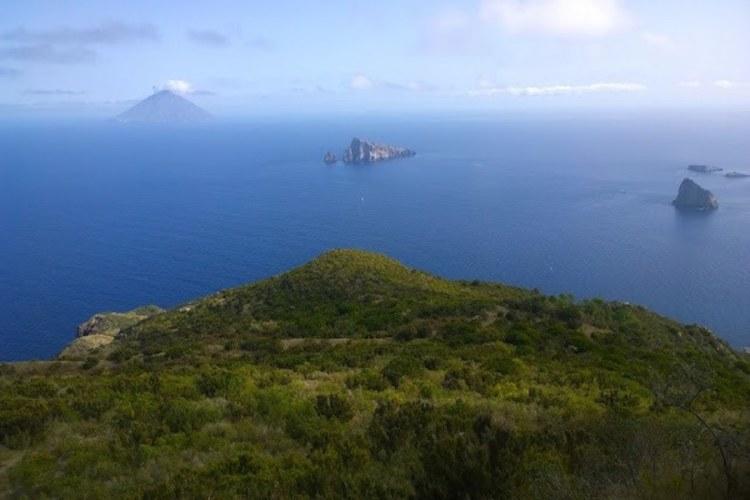 il panorama da pizzo corvo a panarea isole eolie