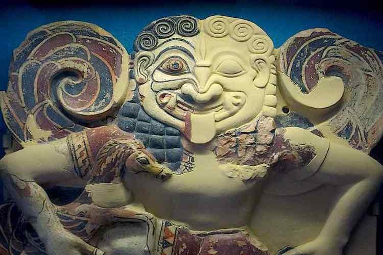 un reperto esposto al museo archeologico di siracusa sicilia