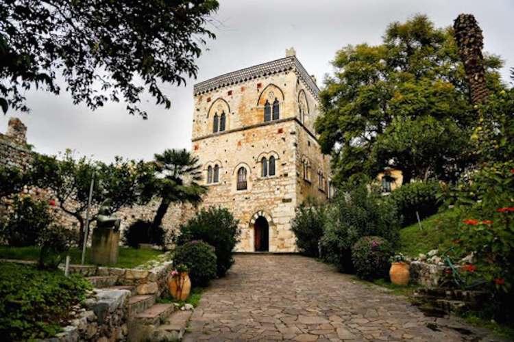 il palazzo di santo stefano a taormina