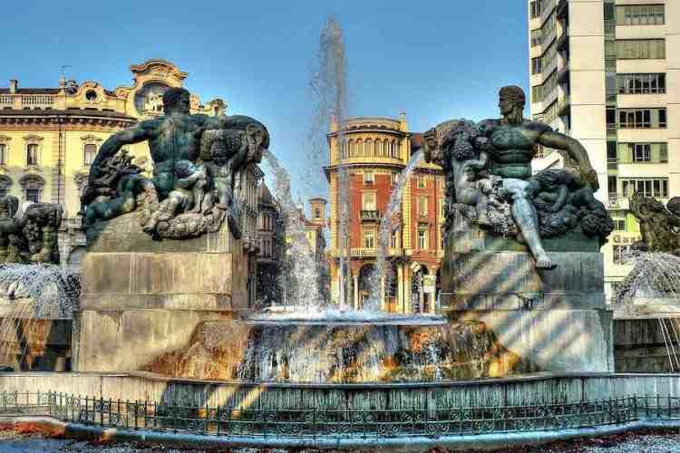 la fontana angelica in piazza solferino a torino