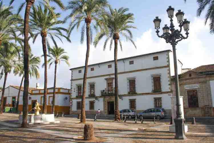 tipica piazzetta in stile andaluzo a jerez de la frontera