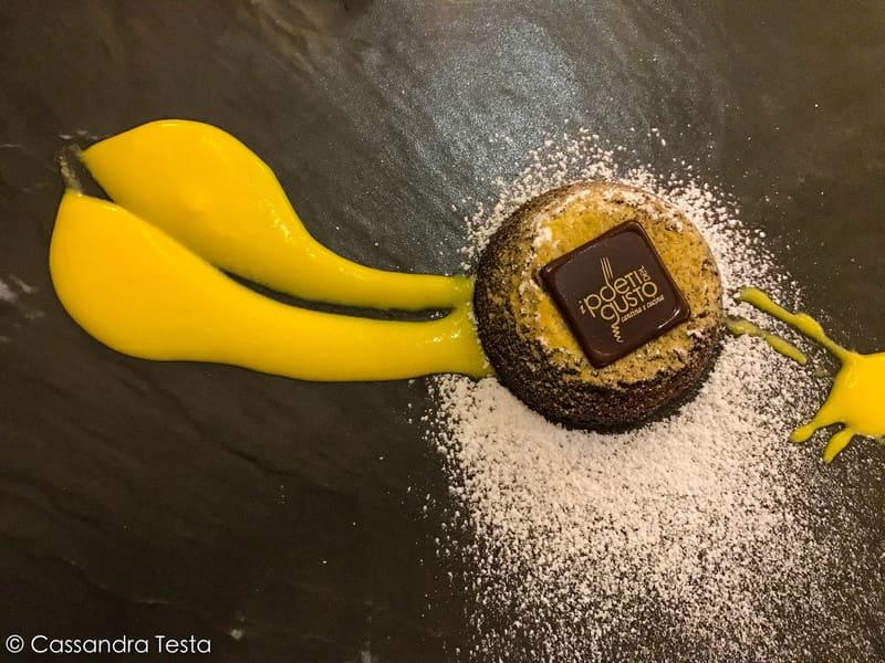 Tortino di cioccolato con cuore morbido e salsa vaniglia, I Poeti del Gusto - Saronno
