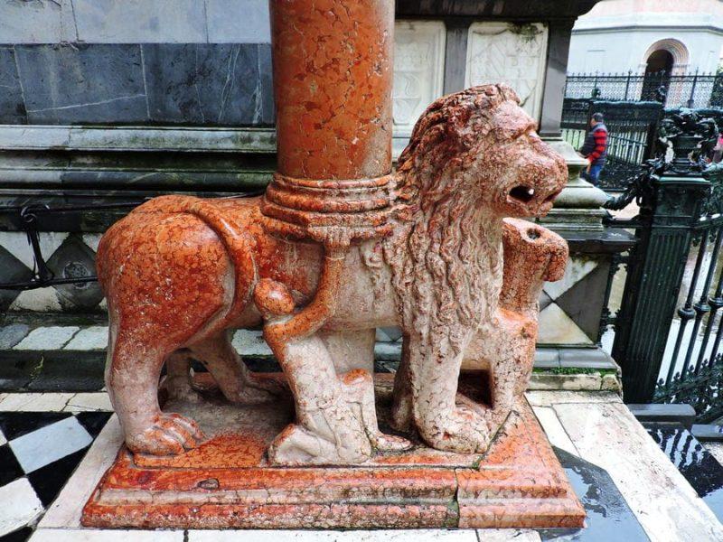 Leoni rossi, Basilica di Santa Maria-Maggiore
