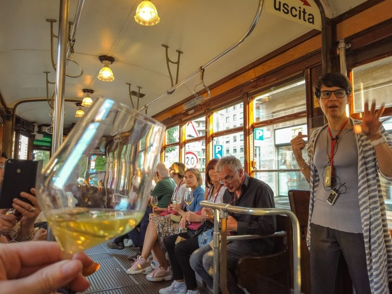 Degustazione di vino in tram