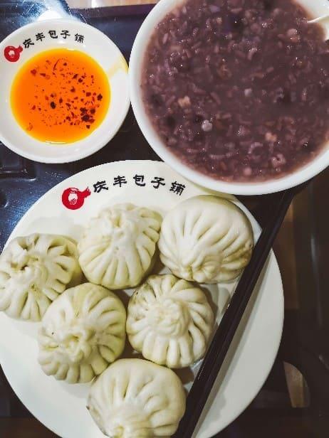 Baozi e zuppa di fagioli rossi