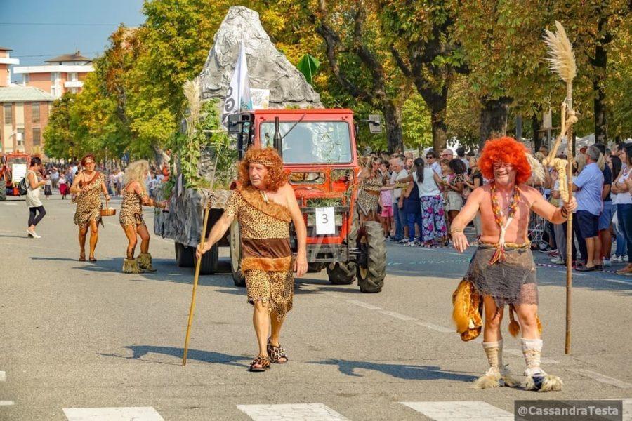 Carro vendemmiale a tema Festa dell'Uva Angera