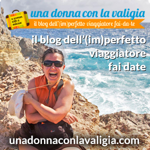 Una donna con la valigia