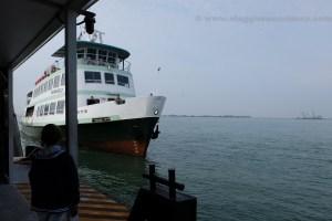vaporetto per isola di burano venezia