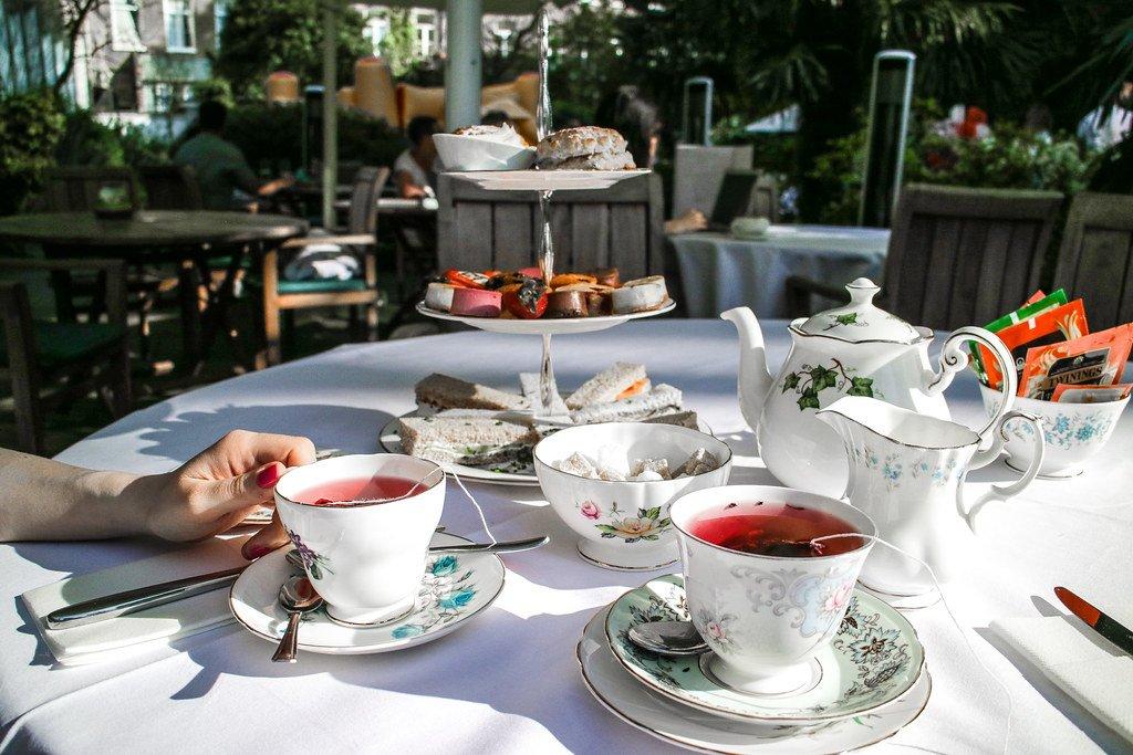 Tè delle cinque a Londra