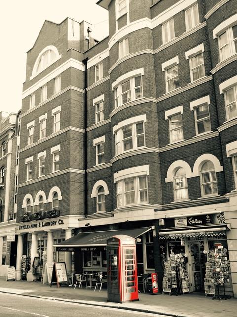 Londra - Tipica cabina telefonica