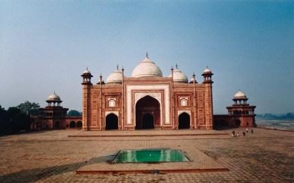 India - Agra - Moschea per i pellegrini che si recano al Taj Mahal