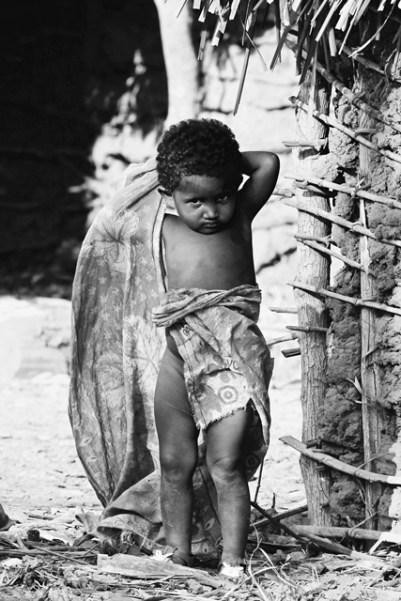 Madagascar - Morondava - Allée des baobab - Bambini che giocano