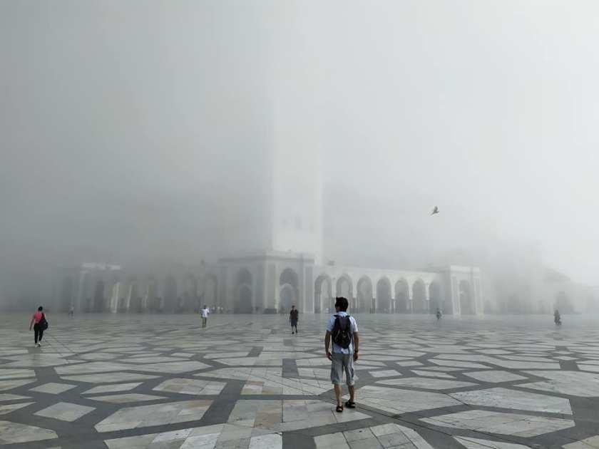 moschea casablanca nebbia oceano marocco