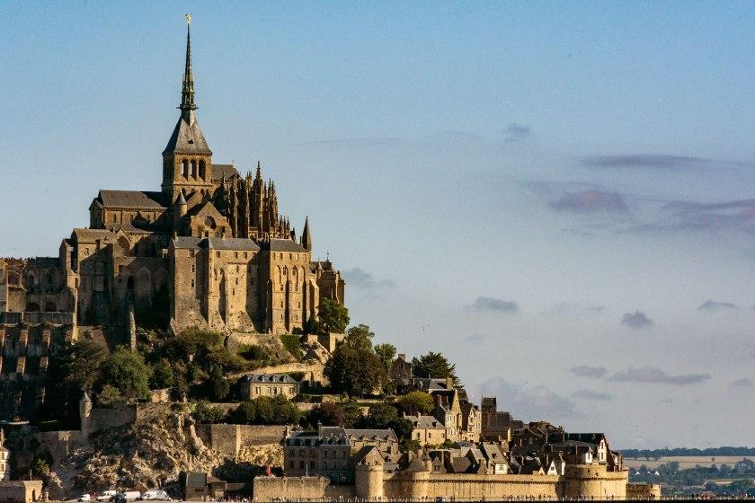 MONT Saint Michel al mattino con l'alta marea
