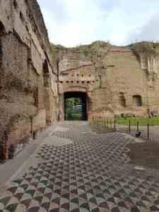 Il pavimento della palestra orientale delle terme di Caracalla