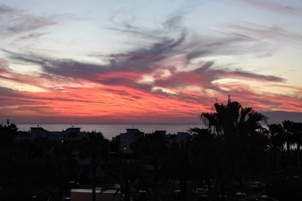 tramonto  rosso sull'isola di Tenerife