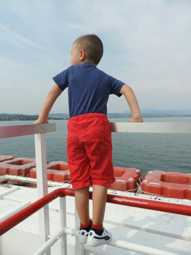 gita-al-lago-di-garda-con-bambini-traghetto