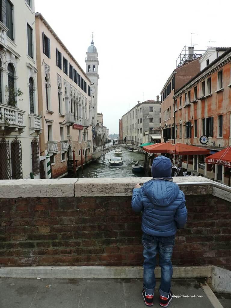 Cosa vedere a Venezia con i bambini in tre giorni - Chiesa di San Giorgio dei Greci, particolare campanile storto -