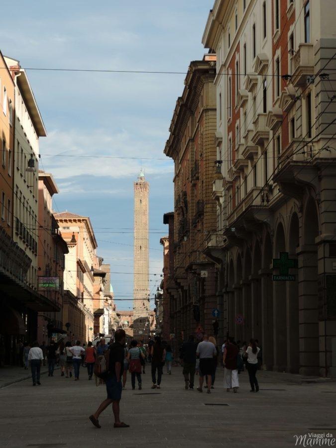 Cosa vedere a Bologna con bambini in due giorni - via Ugo Bassi-