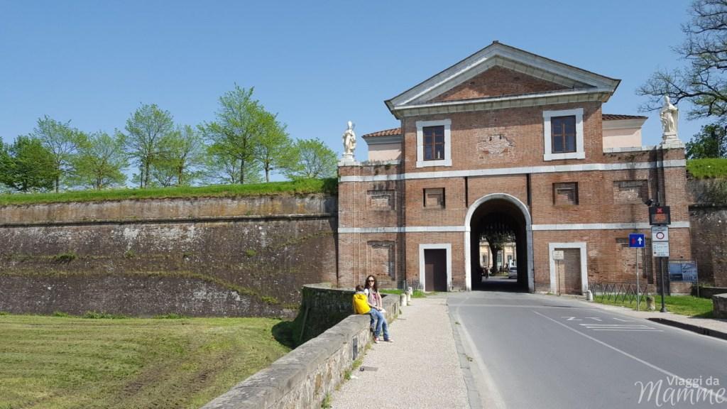 Cosa visitare a Lucca in un giorno con bambini -Porta San Donato-