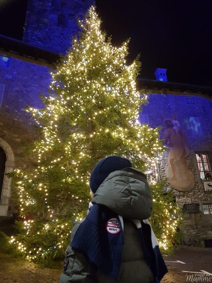 Albero di Natale davanti a Palazzo Ginami, Gromo
