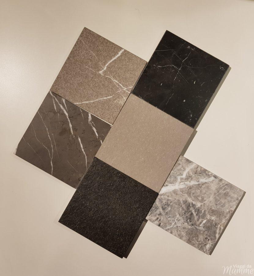 Materiali cucine: ecco quali scegliere -campioni di piani in marmo e granito-