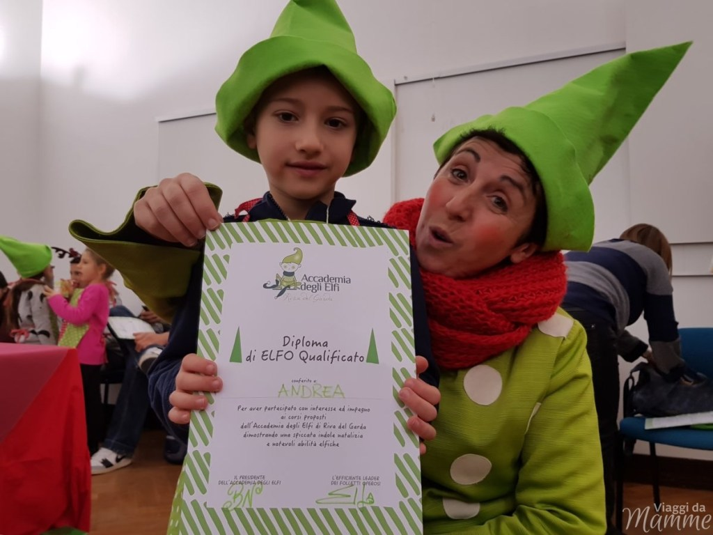 Casa di Babbo Natale a Riva del Garda e Accademia degli Elfi -ELFO e la consegna del diploma-