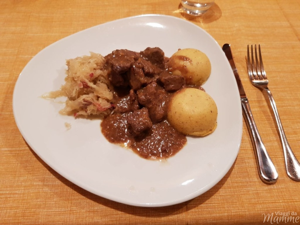 Specialità trentine al ristorante Antica Croce a Tenno -polenta con il cervo e crauti-