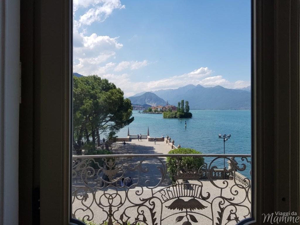 Lago Maggiore cosa vedere con bambini: le Isole Borromee - vista dal salone principale, Palazzo Borromeo