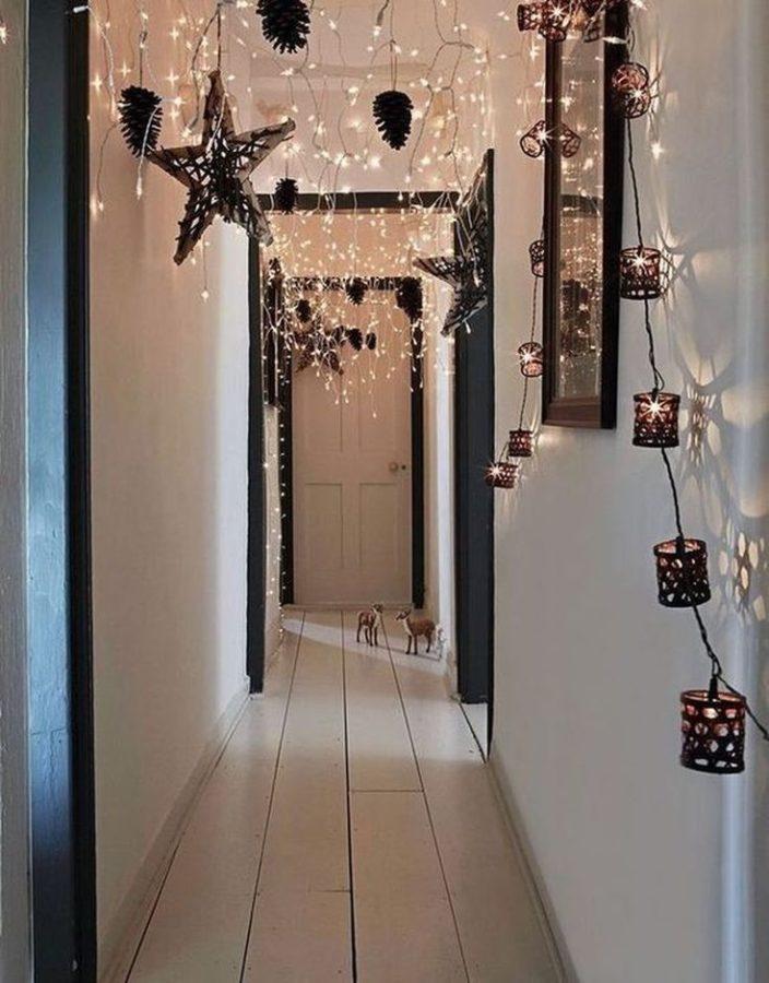 Addobbare casa per Natale: le decorazioni della tradizione - corridoio addobbato -
