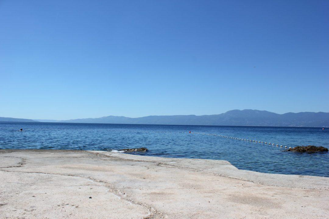 Vento di Bora sulla strada costiera E65 in Croazia