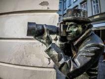 statue di Bratislava, il paparazzo