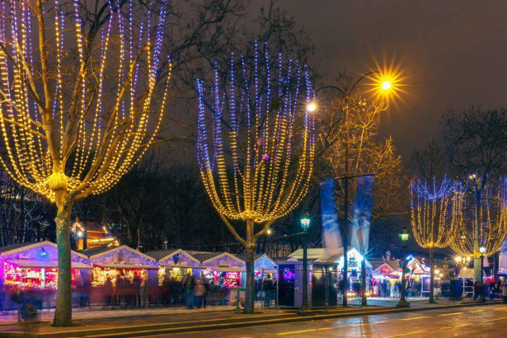 Oltre 100 vettori, foto stock e file psd. Il Mercatino Di Natale Agli Champs Elysees A Parigi E Stato Annullato