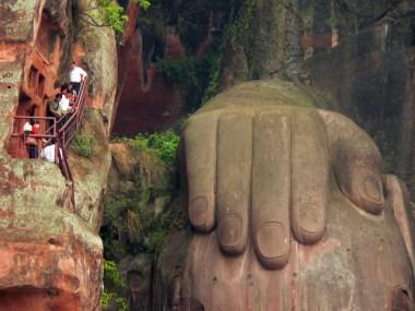 Risultati immagini per buddha leshan mano