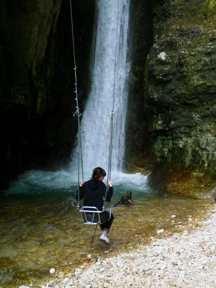Dondolarsi sotto una cascata - Parco delle Moline