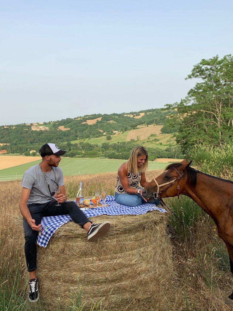 esperienza nelle marche a cavallo