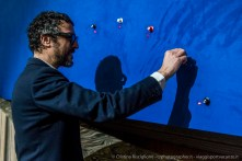 """Massimo Torrigiani alle prese con l'opera di Caterina Barbieri-Zeitguised """"Oltre il giardino nucleare"""""""