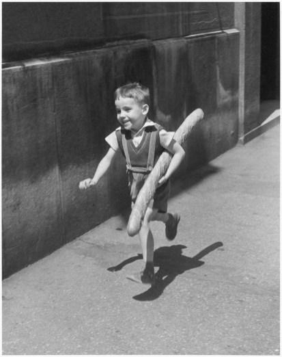 Willy Ronis, Le Petit Parisien, 1952. Ministère de la Culture / Médiathèque de l'architecture et du patrimoine / Dist RMN-GP © Donation Willy Ronis