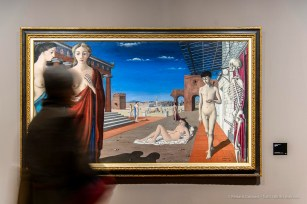 Paul Delvaux, La ville rouge, 1944. Olio su tela 110 x 195. Rotterdam, Museo Boijmans Van Beuningen