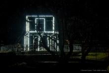 Massimo Uberti - Italia, FULGIDA. Un campo luminoso disegnato e costruito intrecciando porte e varchi, dove passato e presente si sovrappongono in modelli architettonici costanti e ripetuti.