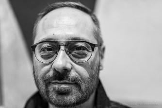 Daniele Ugolini, art dealer, Scaramouche loves Aline Art Gallery. Milano, April 2019. Nikon D750, 85 mm (85 mm ƒ/1.4) 1/125 ƒ/1.4 ISO 160