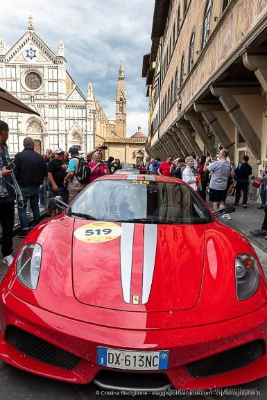 Ferrari in Piassa Santa Maria Maggiore a Firenze